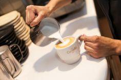 Preparació del #LatteArt.  #Cappucino #Espresso #CafesCornella #Cafe #Coffee #Coffetime