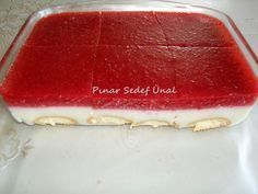 Hello, my friends. How about a cold, strawberry milk dessert during the strawberry season? Fresh Strawberry Pie, Strawberry Sauce, Fingerfood Party, Fruit Slice, Jello Recipes, Flan, Party Finger Foods, Veggie Tray, Weird Food