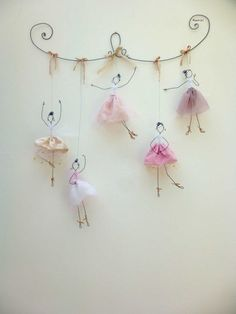 Balerina tutu it's wonderful 16 DIY White Christmas Decorations for the Home Chorus line doodler Discover recipes, home ideas, style inspiration and other ideas to try. Great DIY wall art for amelia 43 wire art sculptures ready to emphasize your space – Wire Crafts, Diy And Crafts, Crafts For Kids, Arts And Crafts, Kids Diy, Decor Crafts, Wire Art, Paper Mache, Wire Jewelry
