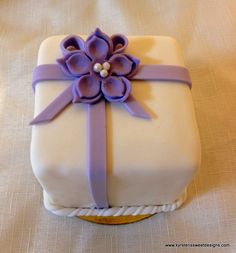 Mini Cake Wedding Favor - Kyrsten's Sweet Designs | Specialty Cakes and Cookie Favors