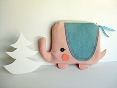 Wee Elephant Pouch in Light Pink - Blueberry Bandit Felt Crafts, Fabric Crafts, Sewing Crafts, Sewing Projects, Animal Bag, Pencil Bags, Pouch Bag, Zipper Pouch, Pouches