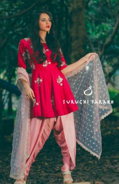 Setting trend with this cute short anarkali paired with very stylish dhoti pants! A gorgeous contempory design for those who love unique… Indian Attire, Indian Ethnic Wear, Indian Outfits, Indian Gowns Dresses, Pakistani Dresses, Eid Dresses, Indian Designer Outfits, Designer Dresses, Western Dresses
