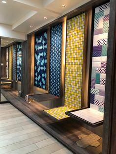 Office Furniture Display Showroom 51 New Ideas Showroom Interior Design, Tile Showroom, Furniture Showroom, Showroom Ideas, Office Furniture, Fabric Display, Display Panel, Bathroom Showrooms, Displays