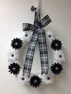 Wreath wreaths flower flowers buttons felt ribbon sizzix die cut black & white plaid bow bow pairofpetals.com