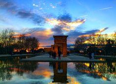 Madrid: Atardece en el Templo de Debod.