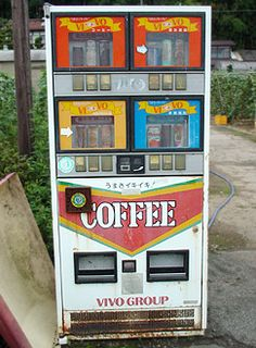 VIVOコーヒー自動販売機写真 Convience Store, Vending Machines In Japan, Horror Video Games, Old Technology, Japan Shop, Machine Design, Up Styles, Retro, Modern Interior