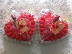 Idea Tarta Gominolas Sanvalentin :) Valentines Sweets, Valentine Cookies, Be My Valentine, Sweetie Cake, Heart Shaped Candy, Cake Bouquet, Bar A Bonbon, Candy Cakes, Chocolate Bouquet