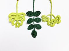 Crocheted leaves applique