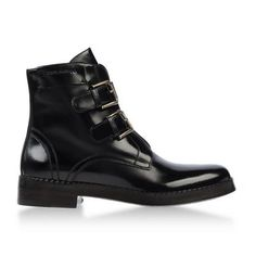 Zoe Benson wore Ankle Boots: Fall Winter Collection  in S3EP9 of American Horror Story. Shop the screen at Spylight.com!