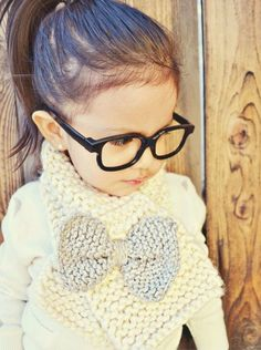 Bow Scarf-OMG this is a must have for my baby girl. Fashion Kids, Young Fashion, Toddler Fashion, Style Fashion, Hipster Babys, Hipster Kid, Hipster Toddler, Blog Bebe, Bow Scarf