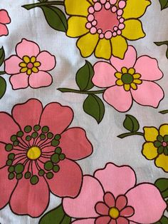 Vintage floral Waldec Canada fabric w pink yellow and coral poppies and daisies.