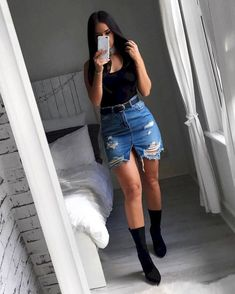 Look saia jeans destroyed, body preto e sock boots. Denim Skirt Outfits, Denim Outfit, Jean Mini Skirts, Denim Mini Skirt, Winter Skirt Outfit, Black Denim Skirt Outfit Summer, Party Outfit Summer, Fashion Models, Vetement Fashion