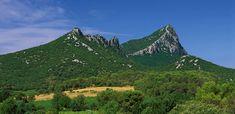 """Résultat de recherche d'images pour """"courbes niveau pic saint loup"""" Pic Saint Loup, Languedoc Roussillon, Excursion, Camping Car, France, Mount Everest, Destinations, Mountains, Travel"""
