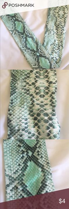 Hue green snake print tights size M/L NWOT beautiful shades of vibrant greens and white, polyester/ spandex blend 🐍 HUE Accessories Hosiery & Socks