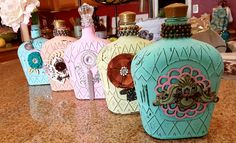 Alcohol Bottle Crafts, Glass Bottle Crafts, Wine Bottle Art, Diy Bottle, Painted Glass Bottles, Painted Jars, Crown Royal Bottle, Crown Crafts, Decoupage