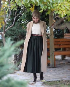 Pinterest: @adarkurdish Modest Fashion Hijab, Street Hijab Fashion, Casual Hijab Outfit, Muslim Fashion, Islamic Fashion, Modest Outfits, Fashion Dresses, Mens Fashion, Hijab Style