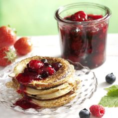 Helppo ja nopea marjahillo Panna Cotta, Berries, Butter, Cooking Recipes, Sweets, Breakfast, Ethnic Recipes, Frostings, Food