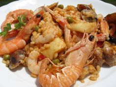 Paella dominguera paella de marisco Ana Sevilla Latin Food, Barbacoa, Shrimp, Good Food, Pasta, Rice, Chicken, Meat, Ethnic Recipes