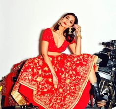 Here we present the Ileana Latest Photoshoot HD Wallpapers. Ileana D'Cruz is an Indian film actress who appears in Telugu cinema and Bollywood. Ileana D'cruz Hot, Indian Aesthetic, Indian Photoshoot, Bridal Shoot, Indian Bridal, Indian Beauty, Indian Outfits, Indian Actresses, Indian Fashion
