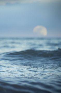 Ocean moon phone wallpaper