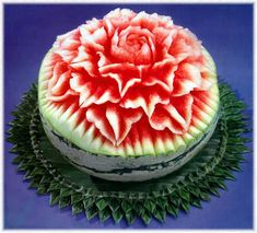 Watermelon Art, Watermelon Carving, Watermelon Recipes, Watermelon Centerpiece, Carved Watermelon, Fruit And Vegetable Carving, Food Carving, Edible Arrangements, Food Decoration