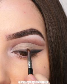 make up videos Easy Eye Makeup Tutorials! Makeup Eye Looks, Simple Eye Makeup, Face Makeup, Makeup 101, Makeup Inspo, Makeup Inspiration, Makeup Products, Makeup Goals, Make Up Looks