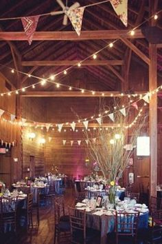 30 Intimate And Lovely Barn Wedding Reception Ideas - Pelfind