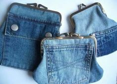 25 stunning ideas for reusing your old jeans. Upcycle old denim jeans into bags, wall art, gifts and more with links to step by step tutorials. Diy Jeans, Jean Crafts, Denim Crafts, Upcycled Crafts, Artisanats Denim, Denim Purse, Denim Bags From Jeans, Jeans Recycling, Jean Diy