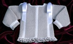 Jersey perlé gris y blanco. Knitting For Kids, Baby Knitting Patterns, Knitting Projects, Free Knitting, Crochet Baby, Knit Crochet, Knit Baby Sweaters, Baby Knits, Bebe Baby