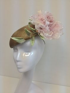 Татьяна Иванова - It's a elegant straw hat with silk hand-painted flower. The flower consists of 108 petals and colored by 4 colors,leaves are decorated with natural stones.