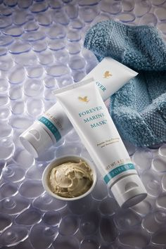 Forever Marine Mask® provides deep cleansing while balancing the skin's texture with natural sea minerals from sea kelp and algae, plus the super moisturizing and conditioning properties of aloe vera, honey, and cucumber extract. This easy-to-apply, deep penetrating mask will leave your skin feeling refreshed and revitalized.