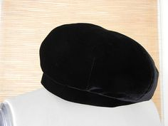GIORGIO ARMANI Beret black Velvet NEW a Fall must have   From a collection of rare vintage berets at https://www.1stdibs.com/fashion/accessories/berets/