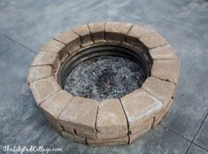 Do you want to know how to build a DIY outdoor fire pit plans to warm your autumn and make s'mores? Find 57 inspiring fire pit ideas in this article. Pallet Fire Pit, Metal Fire Pit, Concrete Fire Pits, Fire Fire, Fire Pit Table Top, Fire Pit Chairs, Easy Fire Pit, Small Fire Pit, Gazebo