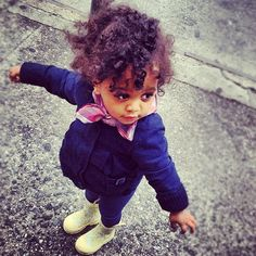18 f ~~Adorable mixed kids~~~ --I love babies-- mixed babies are Cute Little Baby, Pretty Baby, Little Babies, Cute Babies, Pretty Toes, Beautiful Black Babies, Beautiful Children, Outfits Niños, Mixed Babies