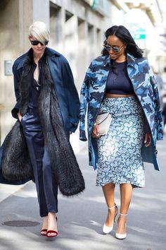 Kate Lanphear and Shiona Turini on the street at Paris Fashion Week. Top Street Style, Street Style Trends, Spring Street Style, Cool Street Fashion, Street Chic, Curvy Street Style, Spring Style, Star Fashion, Paris Fashion