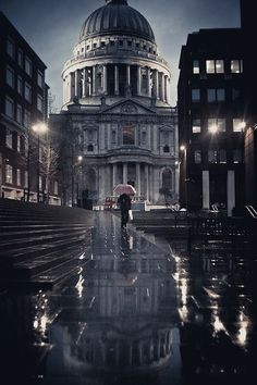 Sous la pluie.