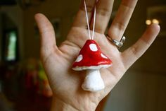 Recycle Reuse Renew Mother Earth Projects: How to make Salt Dough Yule Ornaments Salt Dough Projects, Salt Dough Crafts, Christmas Crafts For Gifts, Winter Crafts For Kids, Salt Dough Jewelry, Yule Traditions, Yule Crafts, Mushroom Crafts, Dough Ornaments