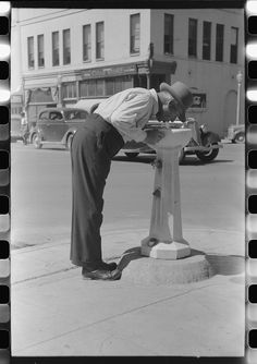 Russell Lee - Water fountain, Caldwell, Idaho (1941)