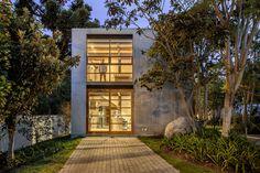 Imagen 1 de 15 de la galería de Casa Cubo / Diez+Muller Arquitectos. Fotografía de Sebastian Crespo