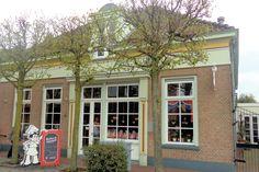 Op de benedenverdieping bevindt zich de authentiek ingerichte bakkerijwinkel en op de eerste verdieping is een museum gevestigd waar u kunt zien hoe er in vroeger tijden in een bakkerij werd gewerkt.
