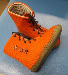 """Felted boots or """"tallukkaat"""" as we call them, which I made for my toddler and decorated with wooden buttons. Felt Boots, Crocheting, Footwear, Buttons, Sneakers, How To Make, Shoes, Women, Fashion"""