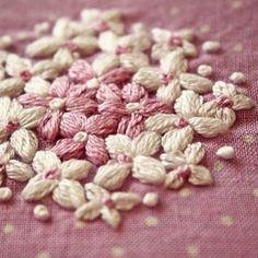 白と薄紫の花 . #刺繍#手刺繍#embroidery #花の刺繍#Flower embroidery