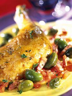 Chicken legs with olives and bacon - Per le Cosce di pollo con olive e pancetta, al posto della pancetta dolce potete usare quella affumicata, che si sposa bene con le olive verdi. #coscedipollo con olive