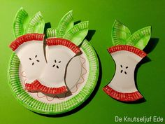 Fruit knutseltips - Knutsel een appel! | knutselwerkje fruit | Knutselen appel? Fruit Crafts, Apple Crafts, Tomatoes Image, Curious Kids, Outdoor Carpet, Patio Design, Restaurant, Christmas Ornaments, Holiday Decor