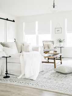 All white everything! Gorgeous interior shoot by Laine & Layne featured on Style Me Pretty & edited with Noble Presets. Learn more about the best presets for natural, fine art, interior photography. Best White Paint, White Paint Colors, White Paints, Living Room Furniture, Living Room Decor, White Couch Living Room, Spa Like Living Room Ideas, White Couches, White Furniture