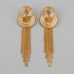Gold Jhumka Earrings, Gold Bridal Earrings, Jewelry Design Earrings, Gold Earrings Designs, Gold Bangles Design, Gold Jewellery Design, Gold Jewelry Simple, Cute Jewelry, Fancy Jewellery