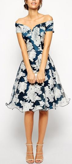 I don't really even like off shoulder clothes but dang, that's cute. Love the tulip skirt