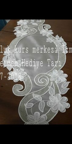 This Pin was discovered by AYC Diy Lace Doily Bowl, Lace Doilies, Hardanger Embroidery, Lace Embroidery, Diy Crafts Videos, Diy And Crafts, Bruges Lace, Romanian Lace, Point Lace