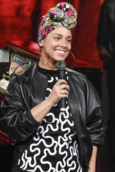 Alicia Keys went makeup free in a J.W. Anderson top at the Che Tempo Che Fa TV show in Italy | June 12, 2016