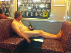 Nackt in der Berliner U-Bahn